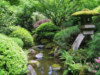 http://www.kq8.org/wp-content/uploads/2014/07/Portland_Japanese_garden_creek.jpg